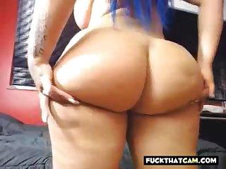 Webcam fatty girl shaking her ass