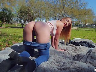 Huge Latin dick in the park for slutty Amaris' bald kitty