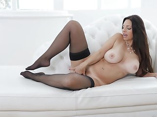Strong finger fucking solo pleasures by busty Mindi Mink