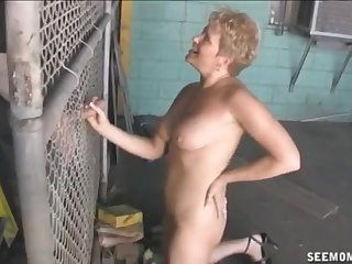 Hornt mature with short hair loves to have her mouth filled with cum