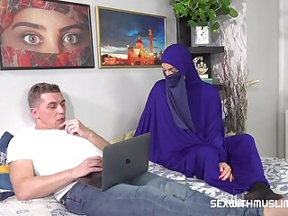 Niqab babe likes it hard