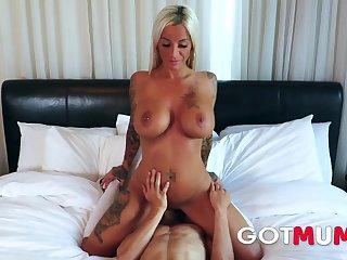 GotMum - Huge Boobs Mum Like Fast Fuck - Milf